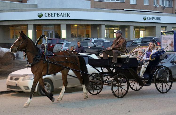 Прогулка в конном экипаже, карете по Москве